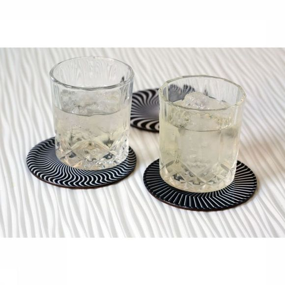 Kikkerland Gadget Black And White Moire Coasters black/white
