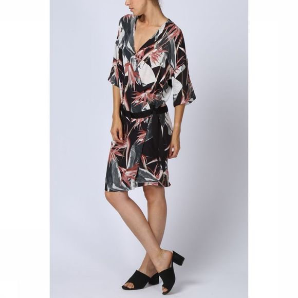 Yaya Jurk Wrap Jungle Flower Print Zwart/Middenroze